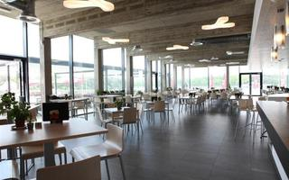 Overzicht van de zaal van Taverne Zilverbos