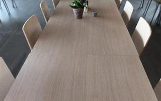 Lange tafel bij Taverne Zilvermol